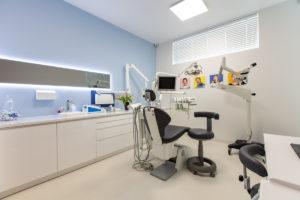 gabinet nr 2 leczenie pod mikroskopem